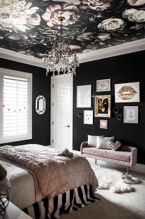 Спалня - ярък таван